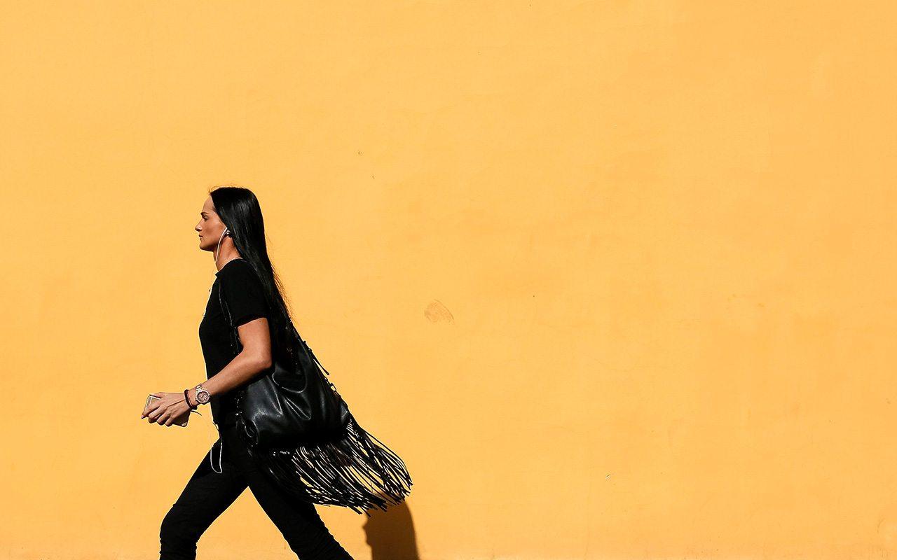 ¿Qué barreras impiden el avance económico de la mujer?