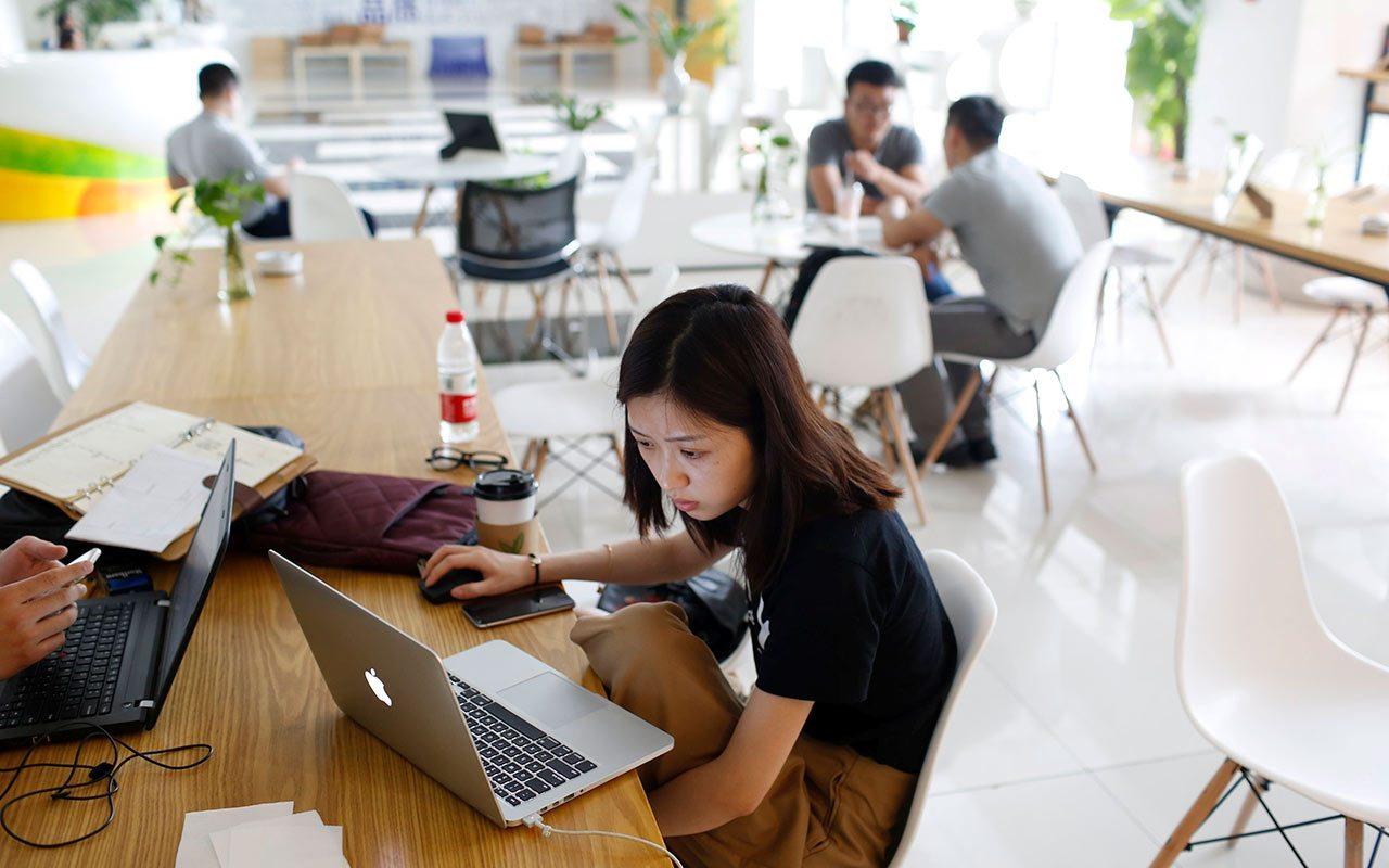 Jóvenes y tecnología, la ruta para crecer en la era Donald Trump