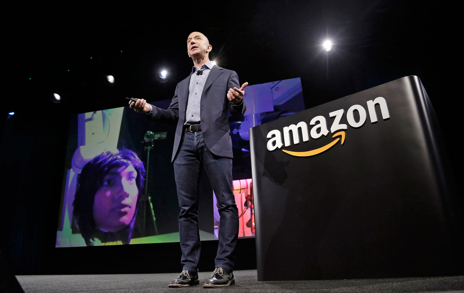 Jeff Bezos intenta congraciarse con Trump
