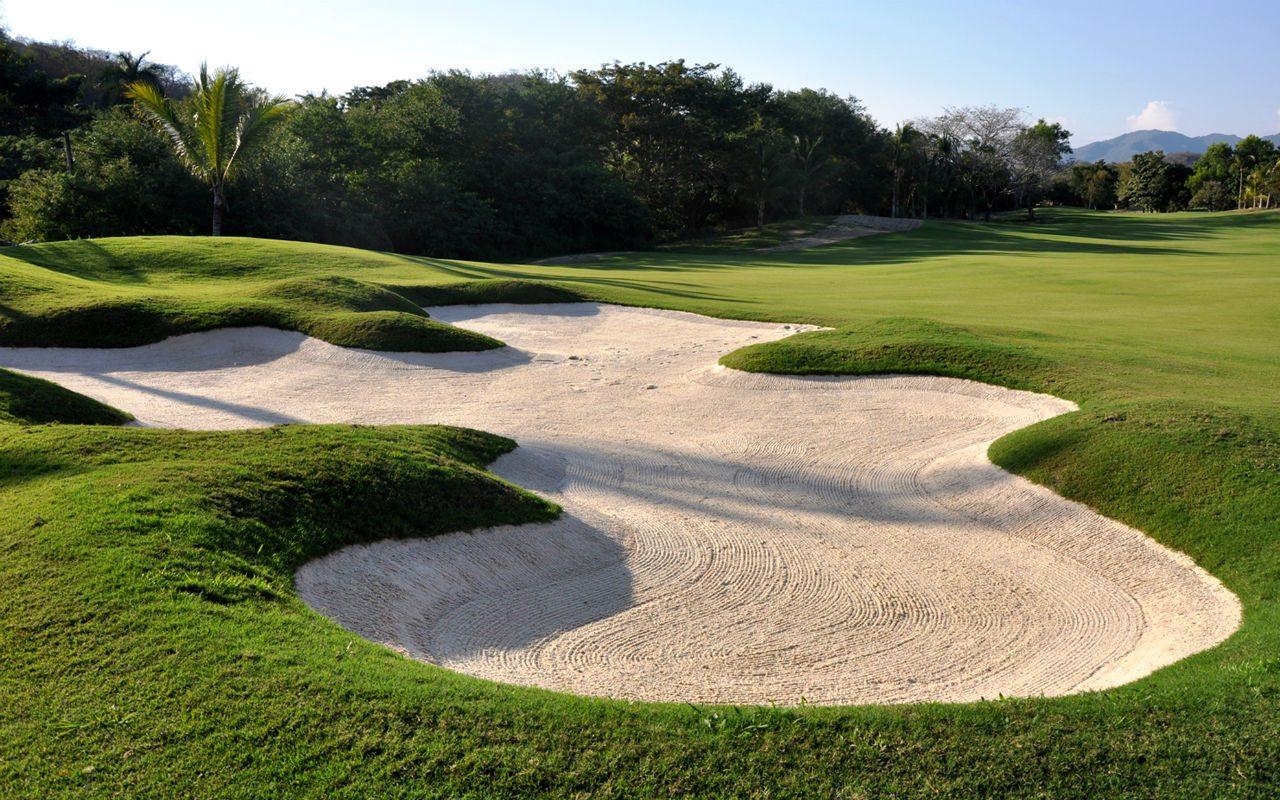 Tips para que interpretes los bunkers como un golfista profesional / y II