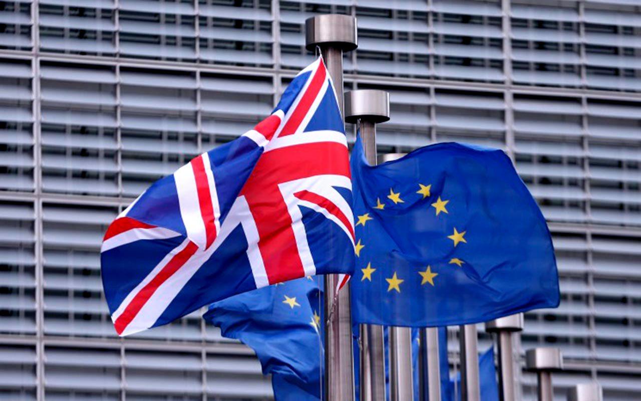 La libra esterlina toca mínimo de 31 años por anuncio del Brexit