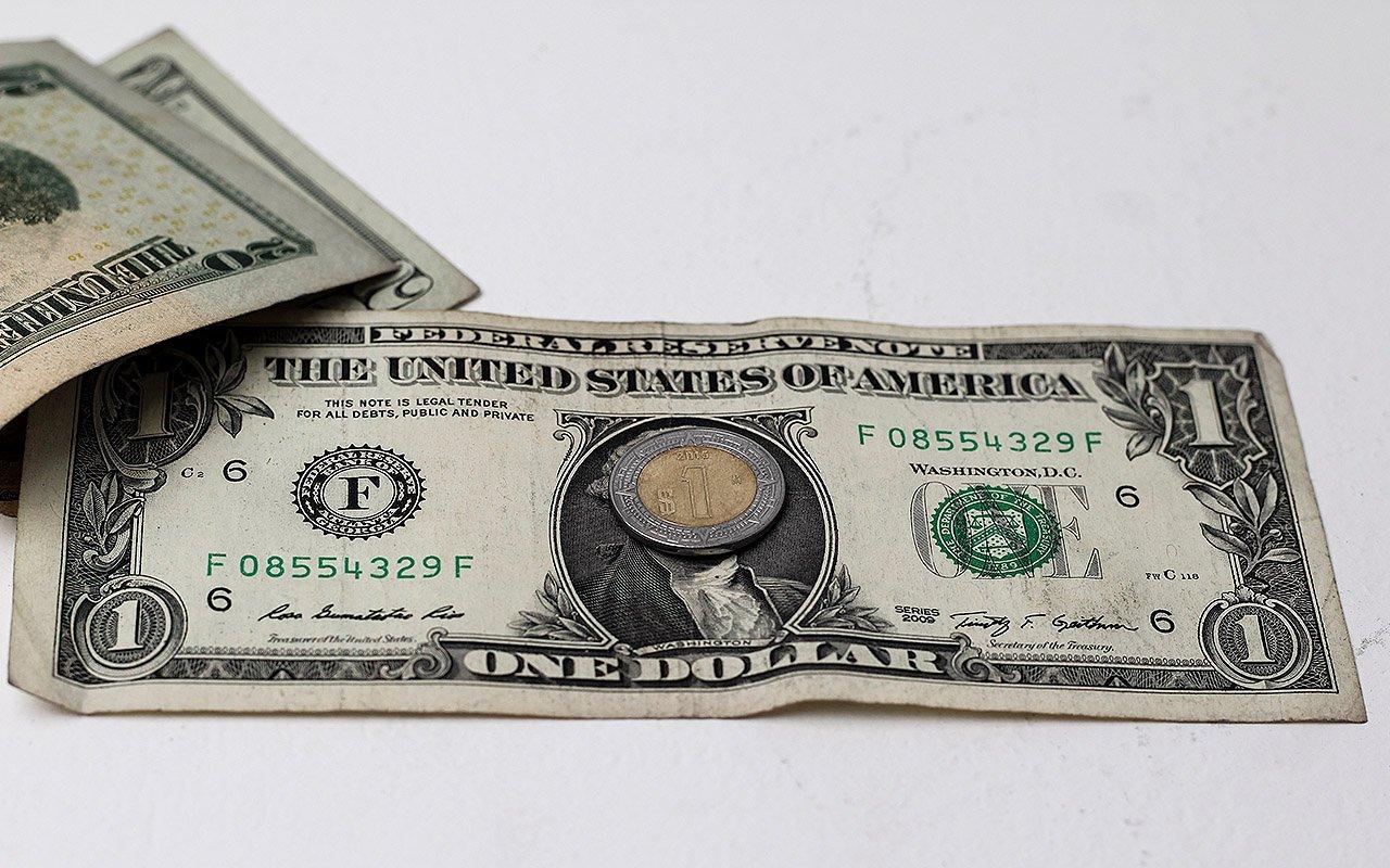 El dólar en bancos se mantiene por encima de los 21 pesos