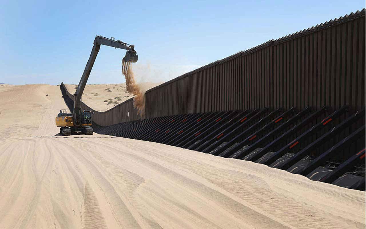El mexicano que construye el muro en la frontera de EU con México