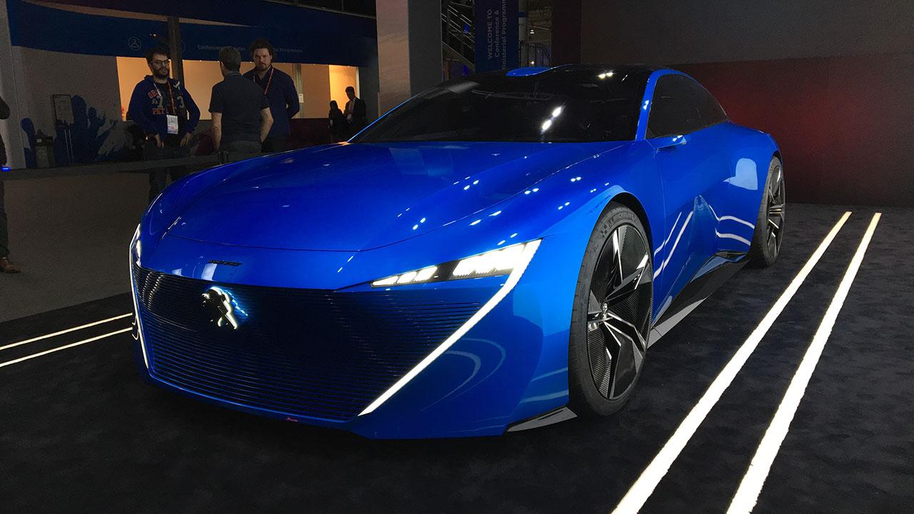Peugeot presenta su visión del auto eléctrico y autónomo en una feria de telefonía móvil