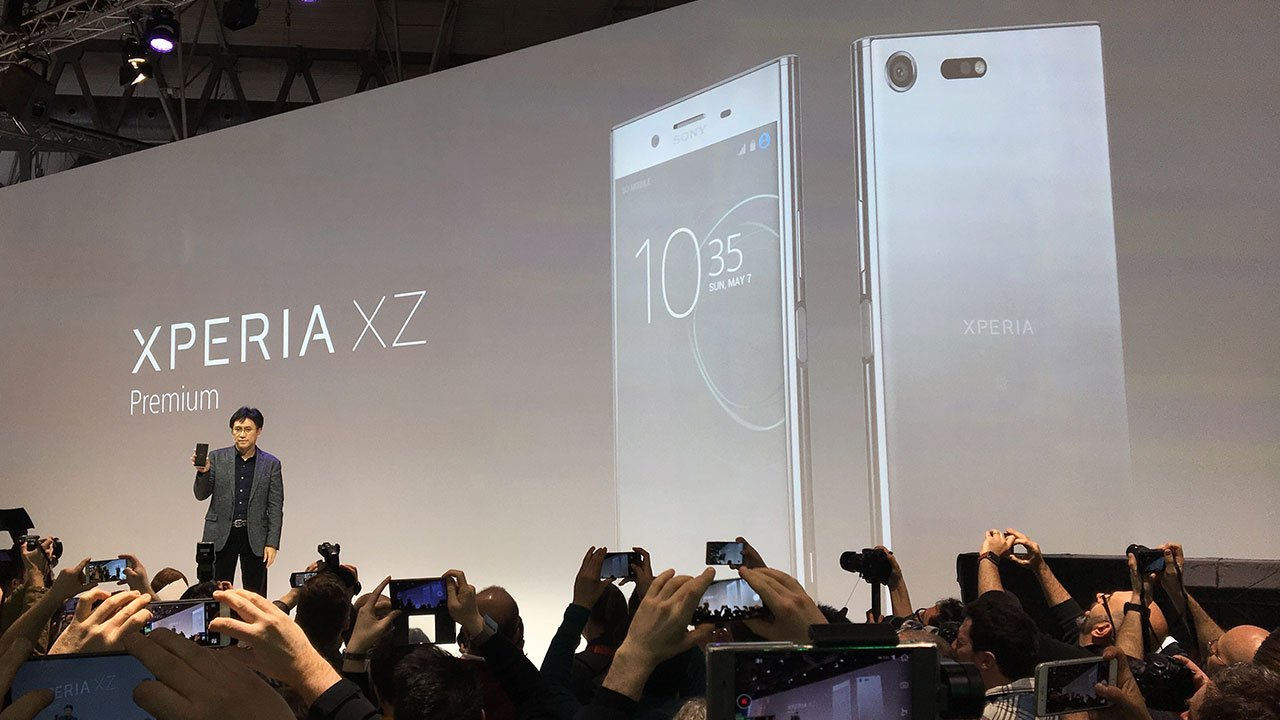 Sony presenta un proyector táctil y un smartphone hecho para ver cine